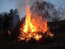 Osterfeuer in Warle